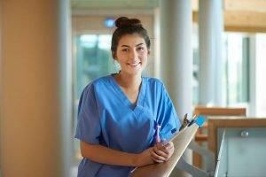 Ausbildung Pflege 2020 - Pflegeberufe attraktiver
